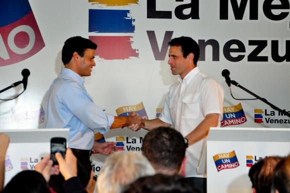 Leopoldo López  junto a Henrique Capriles en la rueda de prensa donde anunciaron su alianza