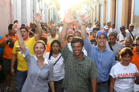 Leopoldo López junto a Fabiola Colmenarez y Juan Guaidó en la celebración de la bajada de Los Reyes Magos de Guamacho en Vargas