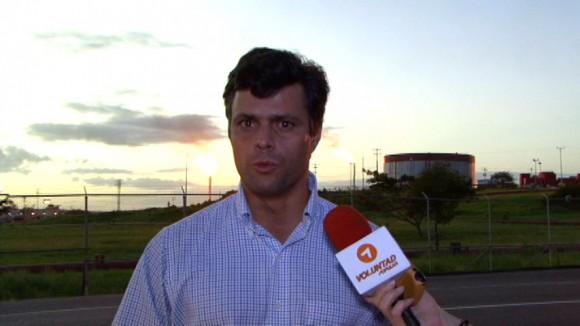 Leopoldo López  en los pozos de extracción de crudo en Quiriquire, ubicados en Maturín, estado Monagas