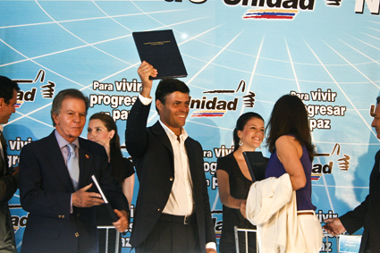 Leopoldo López en la firma de los lineamientos del Gobierno de la Unidad