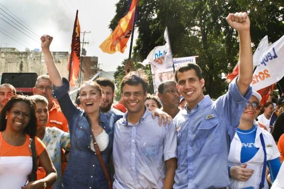 Leopoldo López junto a Fabiola Colmenarez, candidata para la Alcaldía de Vargas y Juan Guaidó, candidato para la Gobernación de este Estado