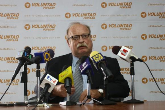 Milos Alcalay en sus declaraciones en contra de la visita de Mahmoud Ahmadinejad