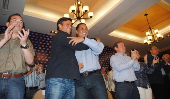 Leopoldo López junto a Pablo Pérez, coordinador del Comando Tricolor Regional Zulia