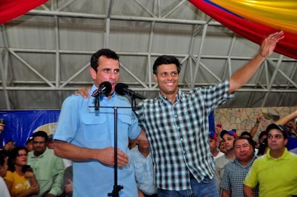 Leopoldo López junto al candidato a la Presidencia Henrique Capriles Radonski en la asamblea de Cantaura, estado Anzoátegui