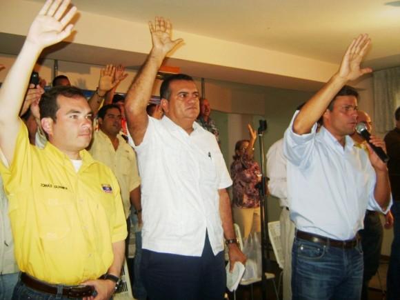 Leopoldo López junto a los Diputados Tomás Guanipa y Julio César Reyes